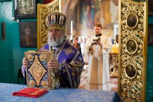 Божественная литургия в праздник Происхождения (Изнесения) Честных Древ Животворящего Креста Господня